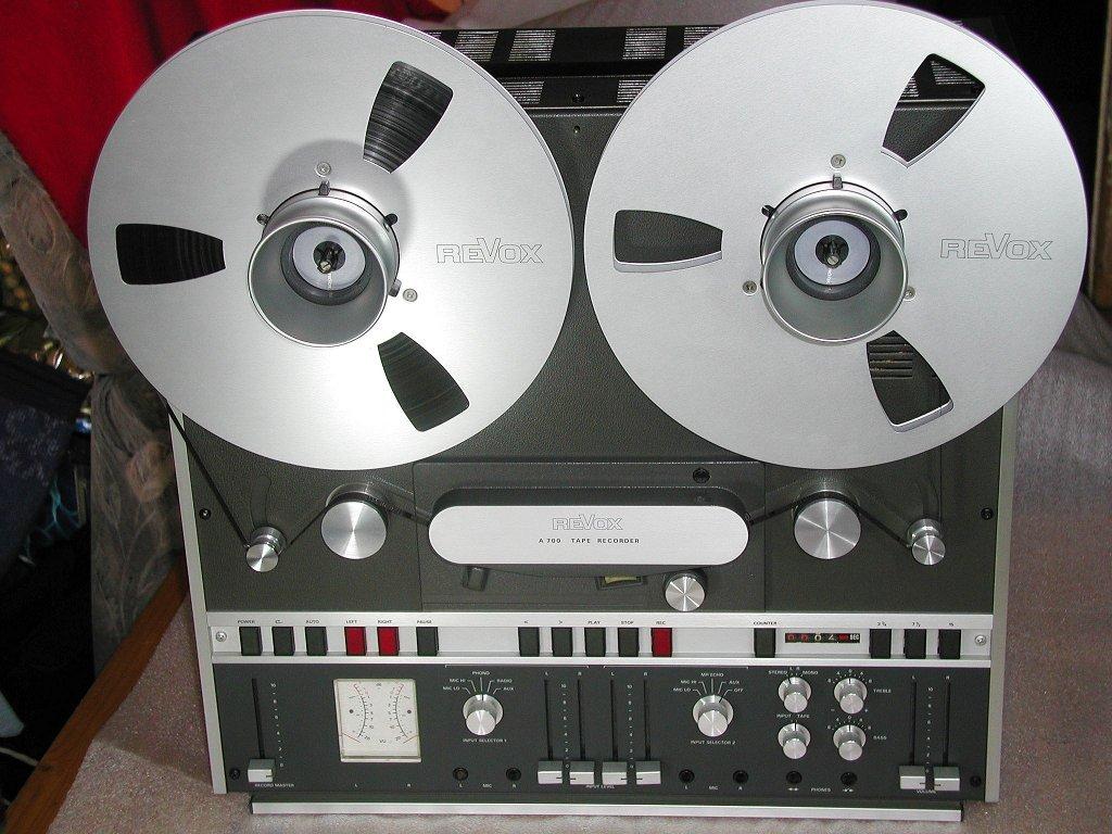 http://www.klaus-pohlig.de/audiohistory/minidisk+tape/revox%20a700/a700frt.jpg